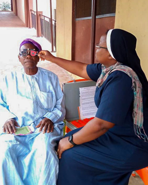 Cecilia Olusanya SSL Attending To A Patient At The Atupa Eye Clinic In Nigeria 300x375